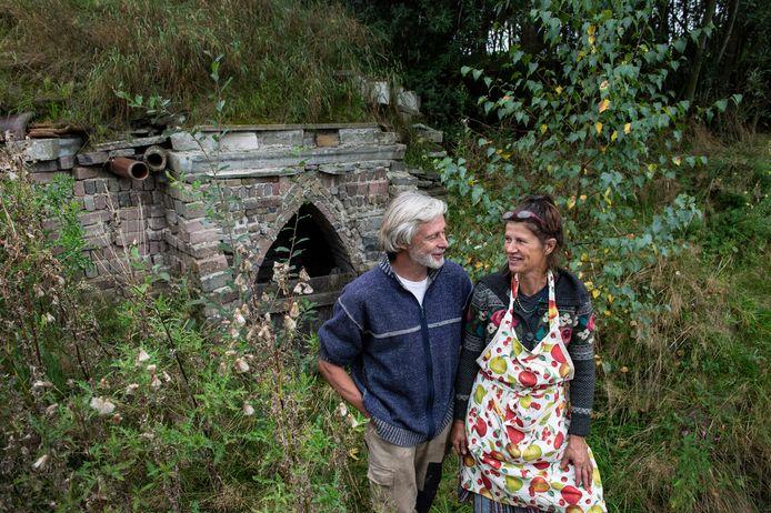 Monique en Jack Groot van bij de vleermuizengrot in opbouw.
