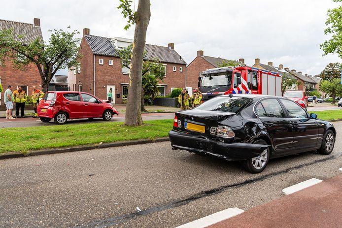 Botsing op de Abdis van Thornstraat in Oosterhout
