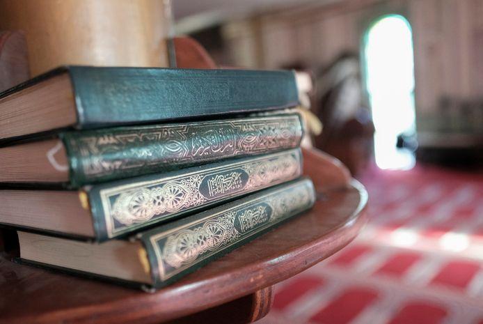 Exemplaren van de koran in de Grote Moskee in Brussel. Archiefbeeld.