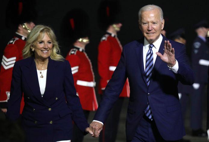 Joe Biden en zijn vrouw Jill bij aankomst in het Britse Cornwall voor de G7-top.