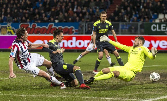 Ben Rienstra zet Willem II op een 1-0 voorsprong tegen PSV op 10 March 2018.  De Tilburgers zouden die dag met 5-0 winnen.