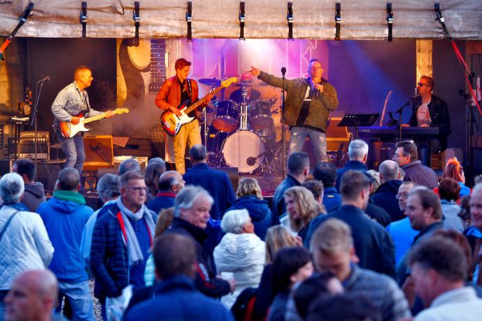 Een eerdere editie van Heinenoord Live, met een optreden van de band Motwat.