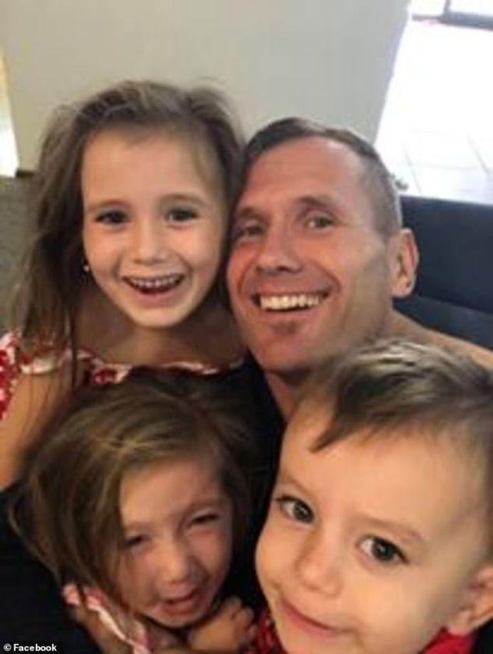 Rowan Baxter et ses trois enfants.