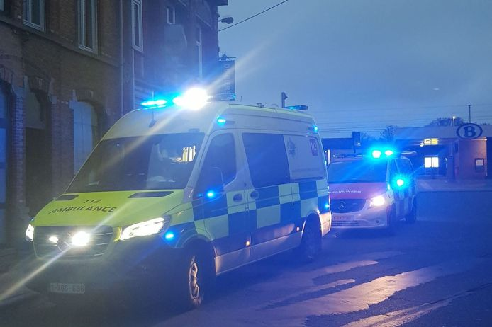 Ziekenwagen en brandweer werden opgeroepen nadat twee bewoners onwel werden door koolstofmonoxide.