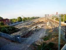 De Spoorkuil: waar eerst 48 oude dieseltreinen stonden is nu een grote zandbak
