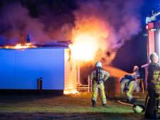 Nachtelijke brand verwoest chalet op boerencamping in Giethmen: politie vermoedt brandstichting