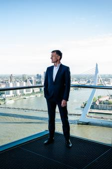 Vertrekkend financieel topman Rotterdamse haven vreest V&D-scenario