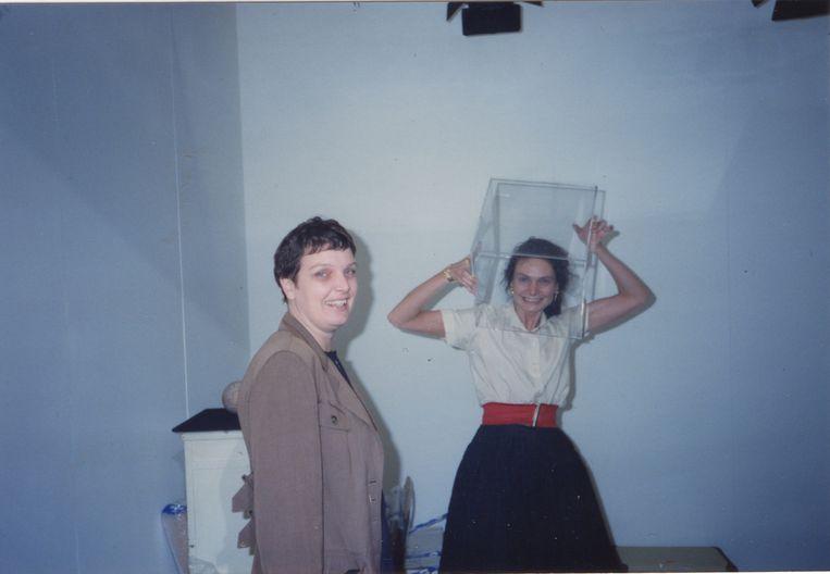 Met Marie-Puck Broodthaers op de KunstRAI, 1991. Beeld Galerie Marianne van Tilborg