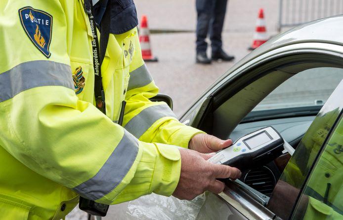 Een alcoholcontrole van de politie in Leiden.