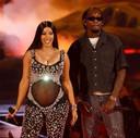 Cardi B a dévoilé son ventre arrondi sur la scène des BET Awards dimanche soir.