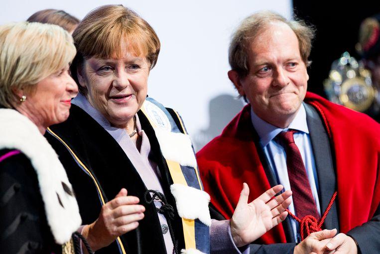 Rik Torfs, hier te zien bij de uitreiking van een gemeenschappelijk eredoctoraat van de KU Leuven en de UGent aan de Duitse bondskanselier Angela Merkel, gaat voor een tweede termijn als rector. Beeld BELGA