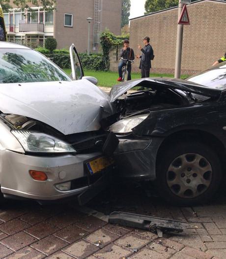 Gewonde bij frontale botsing in Arnhemse wijk Presikhaaf