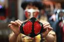 Een mondkapje van een modeontwerper in Vietnam