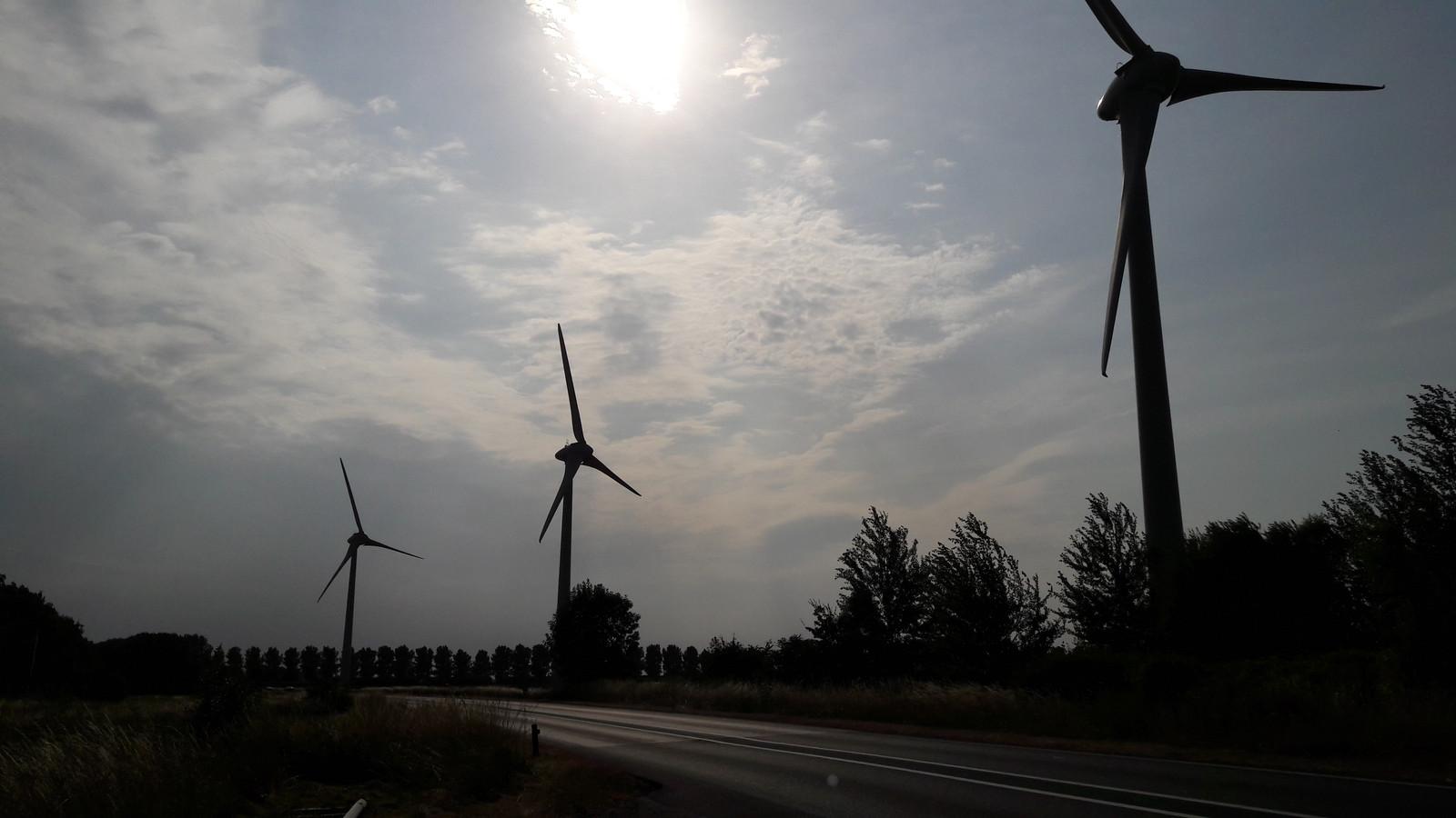 De drie windmolens van Windkracht 6 staan nog stil, maar draaien over een paar dagen.