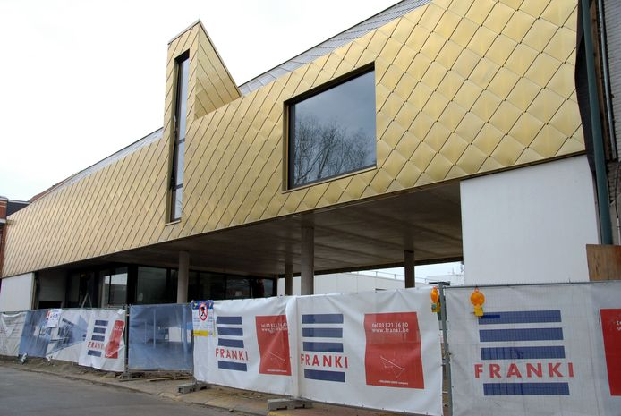 De bouw van het nieuwe cultuurcentrum is volop aan de gang.