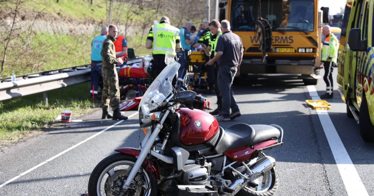 Motorrijder en passagier zwaargewond door ongeval op A50 bij Loenen, lange file rond Arnhem.
