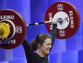 """Belgisch gewichtheffen wacht mooie toekomst na EK-brons 18-jarige Nina Sterckx: """"Supertrots op mezelf"""""""