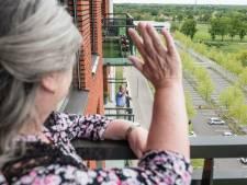 In deze Enschedese flat wonen overal mensen, maar waarom is er dan toch eenzaamheid?