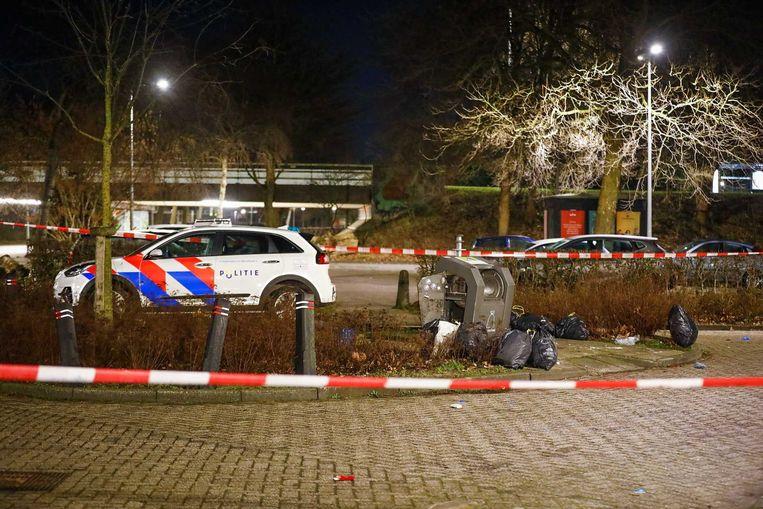 In een container aan de Meernhof in Amsterdam Zuidoost is zondagavond een baby gevonden. Beeld ANP