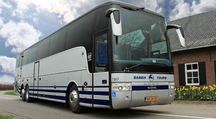 Dit is een van de bussen die voor de verkiezingsdag wordt omgebouwd tot 'stembus'.