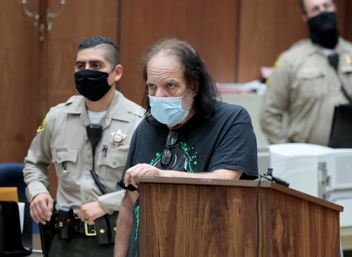 Ron Jeremy in de rechtszaal in Los Angeles.