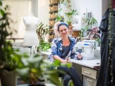 Arnhemse ontwerpers overleven met mondkapjes en housebroeken