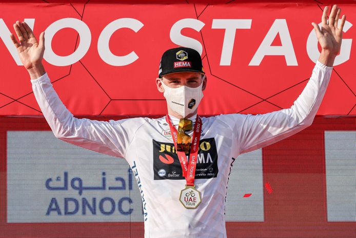 David Dekker in  de jongerentrui van de UAE Tour