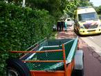 Aanhanger schiet los en botst tegen bromfietser in Molenschot