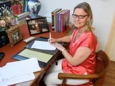 Al een jaar maakt Annie Schreijer haar Europese besluiten niet vanuit Brussel, maar in Hengevelde