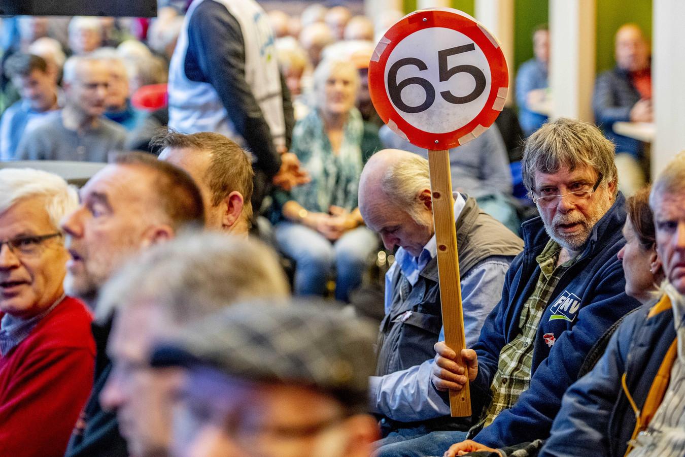 Belangstellenden tijdens een actiebijeenkomst vorig jaar van de FNV over pensioenen.