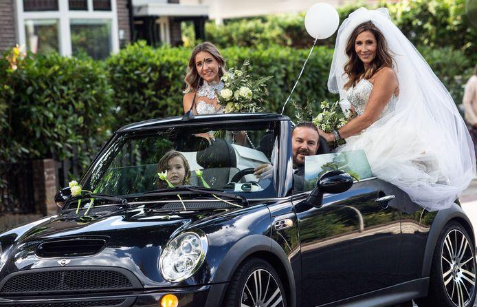 Omdat Daniëlla van den Nouwland een zeldzame vorm van kanker heeft, besloot zij twintig jaar na haar eerste huwelijk dat feest nog eens dunnetjes over te doen. Inmiddels is ze twee grote kinderen rijker (nu 7 en 16).