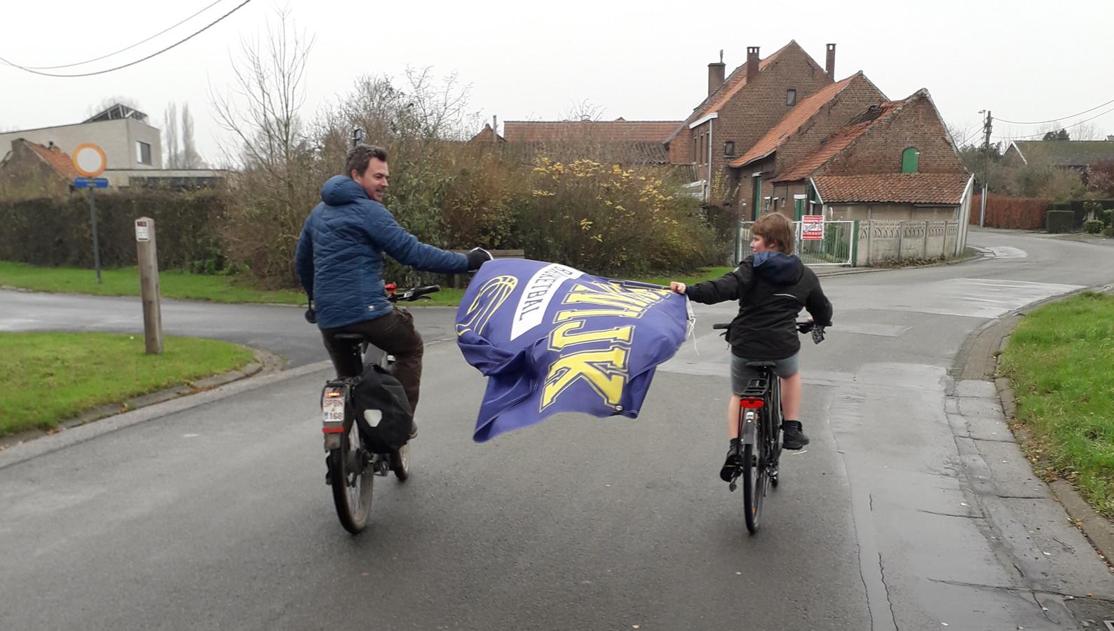 De vlag werd van vrijdag tot nu al 66 keer op een andere plaats gehangen.