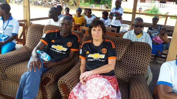 Pieta Kronemeijer met Akim Traore in het Afrikaanse land Guinee.