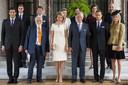 Jean-Christophe, prins Napoleon, hier met paarse das, uiterst links.