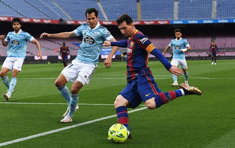 Lionel Messi aan de bal tijdens de wedstrijd tegen Celta de Vigo. Beeld Getty Images