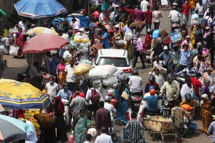 Geen vakanties meer naar India: de armoede is er te groot, vindt Streektaal-schrijver Henk Blom.