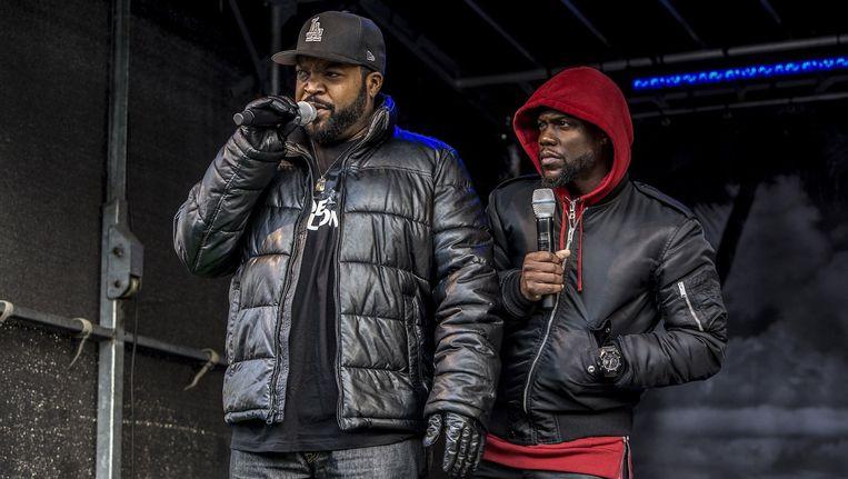 Ice Cube (l) en Hart op een podiumpje naast Pathé Arena in Zuidoost Beeld Amaury Miller