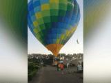 Luchtballon maakt noodlanding in wijk in Den Bosch
