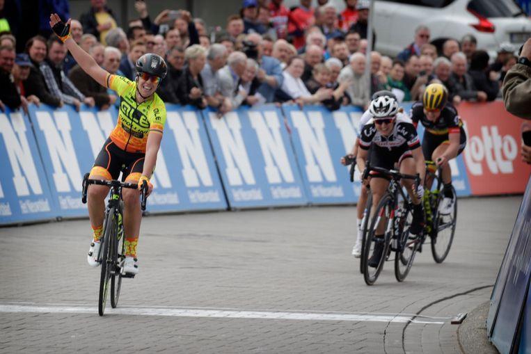 Bastianelli komt in Gooik als eerste over de streep en wint de Brabantse Pijl voor vrouwen.