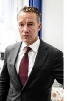 Wie zoals Van Haga directeurtje wil blijven spelen, neemt zijn politieke werk niet serieus genoeg