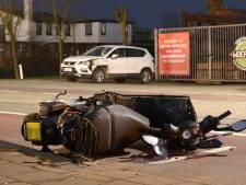 Auto schept scooter: 1 gewonde