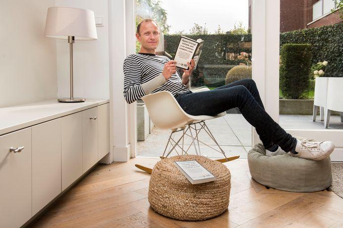Bredanaar Rens van der Vorst heeft sinds drie jaar geen WhatsApp meer. Hij is ermee gestopt om zichzelf te beschermen. 'Ik ben gevoelig voor het continu checken van mijn telefoon.'