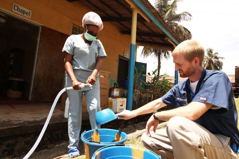Ken Brantley aan het werk in Liberia Beeld getty