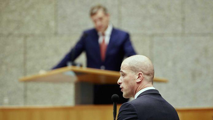 PvdA-leider Diederik Samsom (voorgrond) en CDA-leider Sybrand Buma tijdens de Algemene Politieke Beschouwingen.