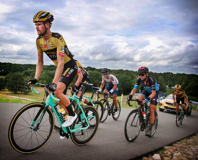 Lennard Hofstede (links) voelt zich beter dan ooit. Hij hoopt in de Vuelta ook bergop langer mee te kunnen.