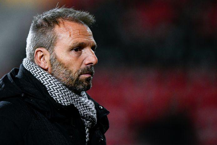 Trainer Maurice Steijn is deze maand 23 dagen niet op de club geweest vanwege corona.