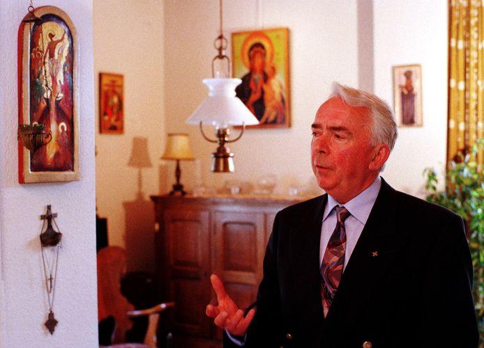 Pastoor Muskens omringde zich thuis met iconen.