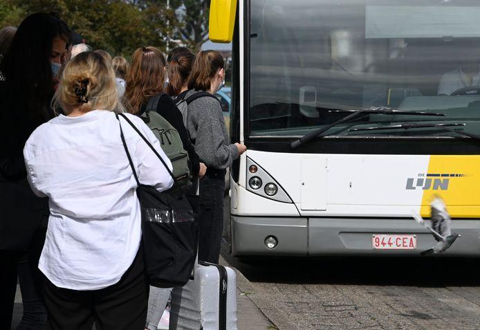 Volgens Vlaams Belang plaatsen steeds meer chauffeurs bij De Lijn zélf dashcams om zich te beschermen tegen agressie. De officiële camera's van De Lijn werken al te vaak niet.