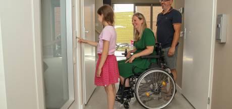 Twee jaar lang moest Josine leven zonder lift: 'Eindelijk krijg ik mijn leven terug'
