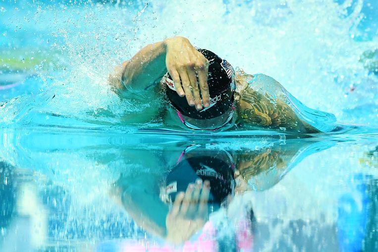 De Amerikaan Caeleb Dressel in actie op de 4 x 100 meter vrije slag voor gemengde teams.  Beeld Getty Images